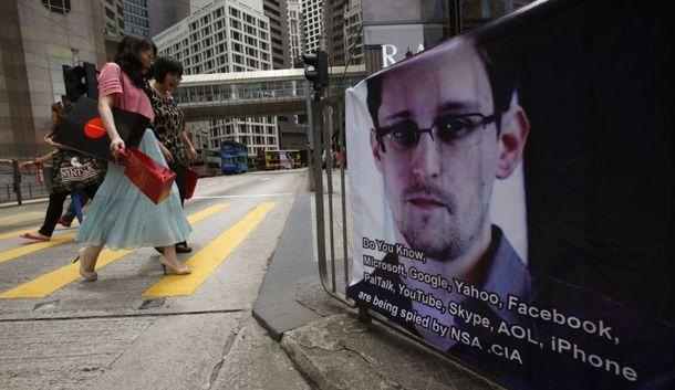 """""""Сноудену пальца в рот не клади. Я лично свой палец не положил бы."""""""