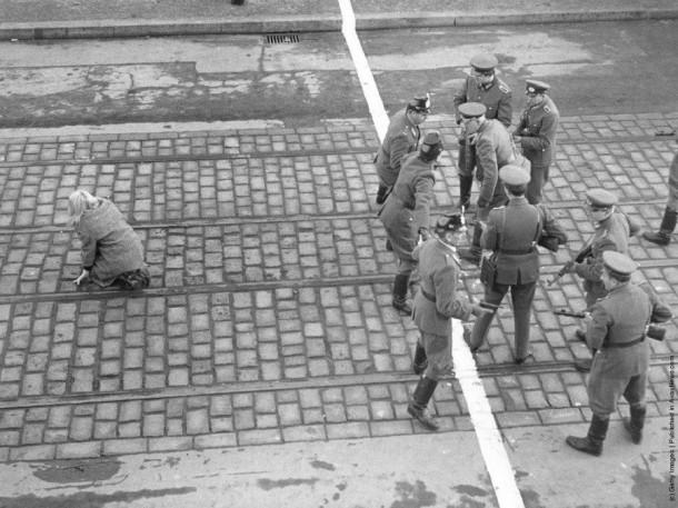 Противостояние полиции Западного и Восточного Берлина из-за девушки, которой удалось преодолеть границу
