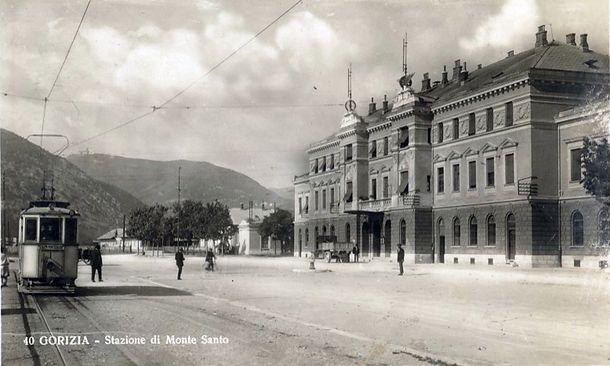 Вокзал в Горизии был открыт летом 1906 года. Железная дорога связывала Триест и столицу Империи - Вену
