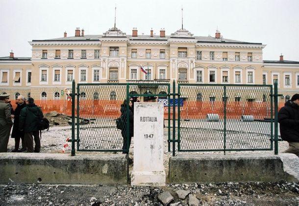После вступления Словении в ЕЭС, граница, почти полвека разделявшая город, начала исчезать
