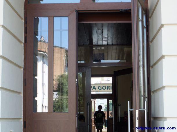 Через здание вокзала выходим на перрон