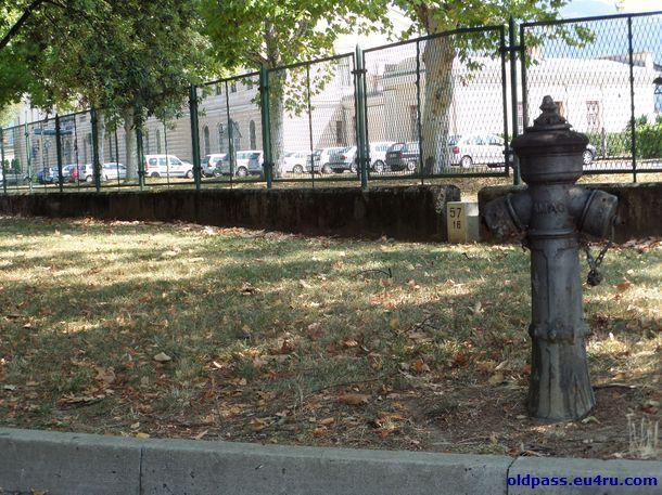 """Забор на границе оставили, прежде всего, как память о временах, когда город был разделен """"железным"""" занавесом"""