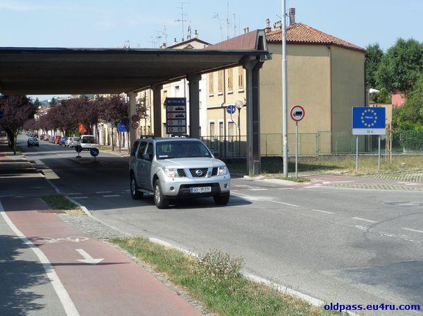 Вид на автомобильный переход в Италию из Словении