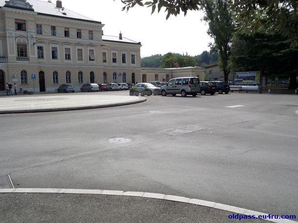 На площади iazza della Transalpina заканчивается моя прогулка вдоль границы